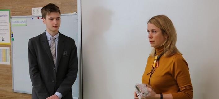 Учні Новопечерської школи зустрілися із співзасновницею благодійного фонду Tabletochki